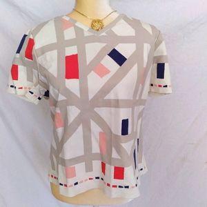 Geometric stretch vneck tshirt S/M